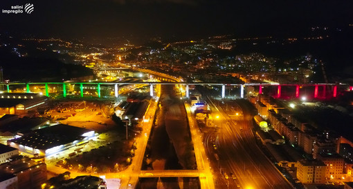 Il nuovo ponte sul Polcevera si veste con un tricolore di luce (VIDEO)