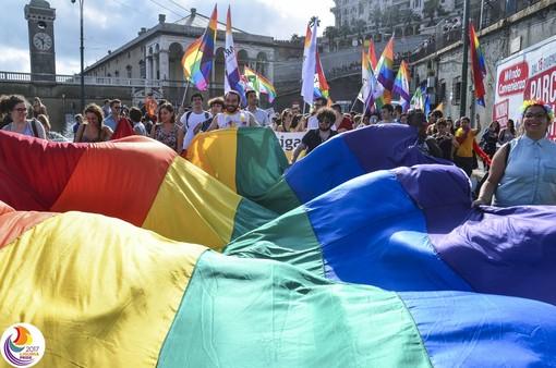 Pride: il sindaco Bucci saluta la folla, ma sorge qualche contestazione