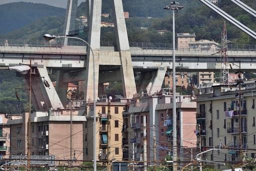 Ponte Morandi: in corso assemblaggio delle torri che mettono in sicurezza il moncone est