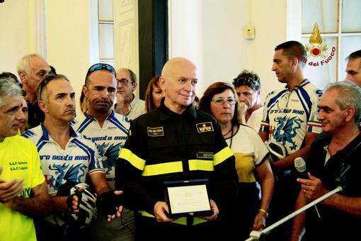 Anniversario Ponte Morandi: la targa donata ai pompieri