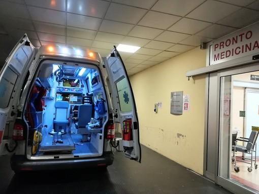 Aggressioni al personale sanitario, 36enne frattura una mano ad un infermiere