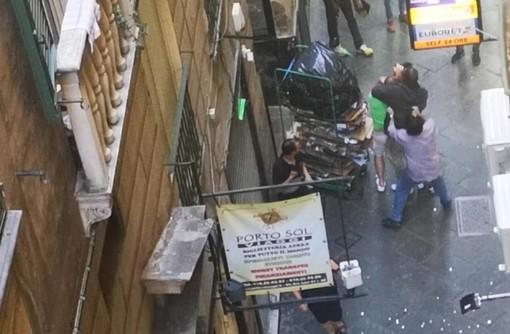 Rissa con spray al peperoncino nel centro storico: intossicati anche i passanti (VIDEO)