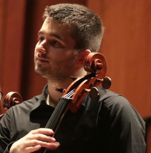 """Musicista genovese multato sul treno per il violoncello """"ingombrante"""""""