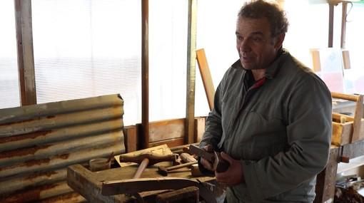 """Il Maestro d'ascia Guzzardi: """"Un gozzo Cornigiotto l'ho barattato con dei sottaceti, ma dovrebbe essere un bene dell'Unesco"""""""
