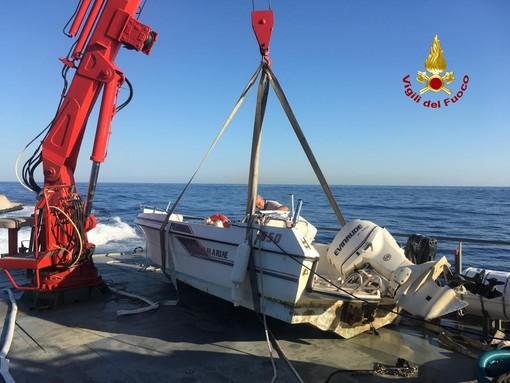 Punta Chiappa: i sommozzatori di Genova recuperano natante affondato
