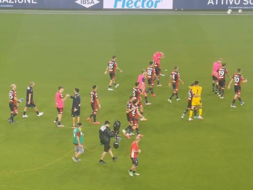 Calcio, boom di casi Covid nel Genoa: salgono a 14 i positivi tra giocatori e staff