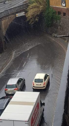 Multedo, il sottopasso ancora allagato: traffico in tilt