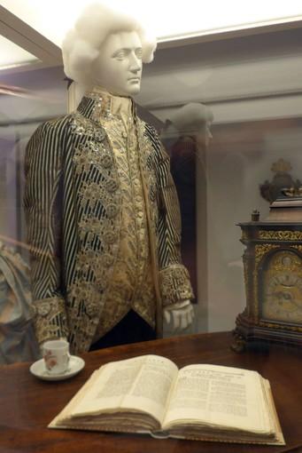 """Alla scoperta della mostra """"Sognare il Settecento: abiti e arti decorative del XVIII secolo nelle collezioni genovesi"""""""