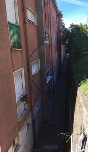 Ca' Nuova, in via Martiri del Turchino il tubo dell'acqua è sempre provvisorio
