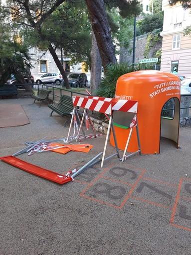 Castelletto, Giardini Rossi: giochi danneggiati, le spese toccano al municipio