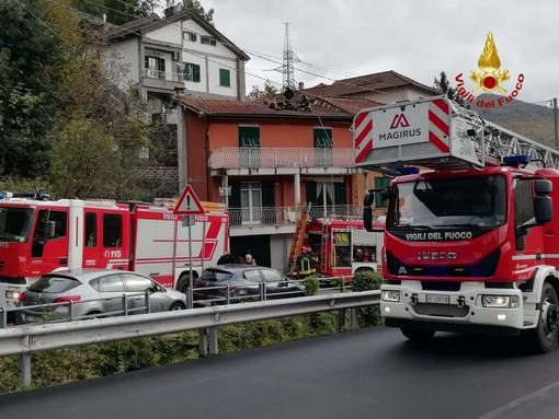 Bargagli: incendio in un tetto, palazzina evacuta