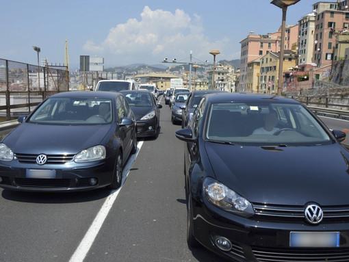 Bollino nero per la mobilità a Genova, attese 7mila auto dirette ai traghetti (TRAFFICO IN AGGIORNAMENTO)