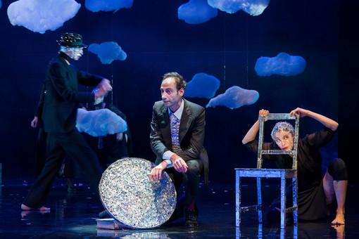 Teatro Gustavo Modena di Genova: in scena 'Tintarella di luna'