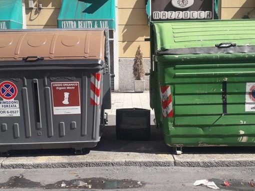Un televisore tra la spazzatura. Dove e come gettare i rifiuti ingombranti