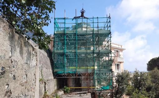 Trecentomila euro per il restauro della torretta di Villa Banfi a Pegli