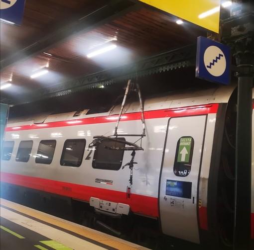 Stazione Principe: salta cavo dell'alta tensione su treno in galleria, timore per i passeggeri