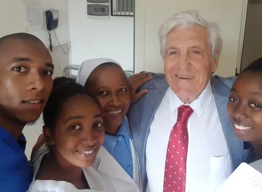 """Umberto Valente, dai trapianti a Genova al Madagascar: """"Sono un pensionato expat, non posso fare a meno del mio lavoro di medico"""""""