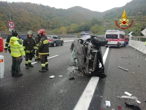 Incidente stradale sulla A 26, una donna perde il controllo della vettura che si ribalta sul fianco