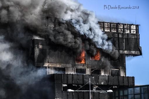 Incendio all'Autorità Portuale di Savona: presidio notturno dei vigili del fuoco  (FOTO e VIDEO)