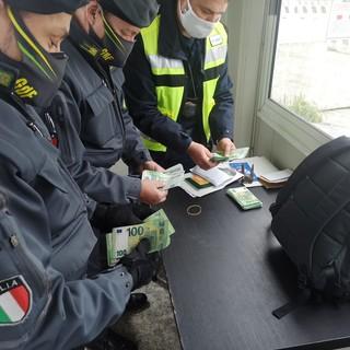 Intervento di ADM e Guardia di Finanza: rinvenuti 100mila euro non dichiarati durante le operazioni di imbarco su una nave in partenza per la Tunisia