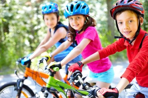 Bicicletta e salute: perché andare in bici fa bene. Tutti in sella con i consigli di Fab SMS