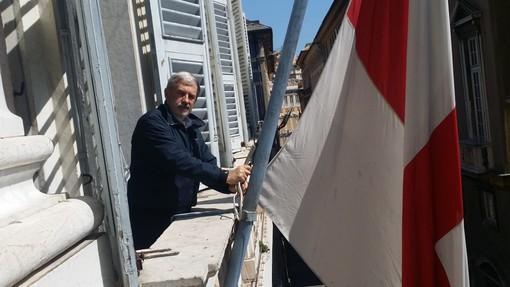"""Bandiere a mezz'asta a Tursi per ricordare il naufragio della """"London Valour"""" del 1970"""