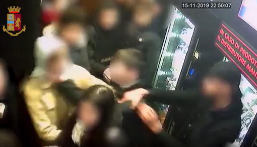 La polizia scopre e denuncia i componenti di una baby gang attiva nel centro cittadino (VIDEO)