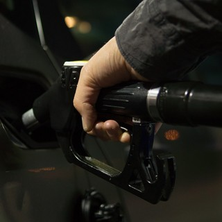 Impennata dei prezzi per la benzina (+11,5%) e il gasolio (+12,3%): il commento di UeCoop Liguria