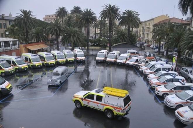 Attacco al cuore: ambulanze rubate e danneggiate feriscono la pubblica assistenza