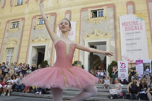 A passo di danza in piazza De Ferrari aspettando il Festival Interazionale di Nervi