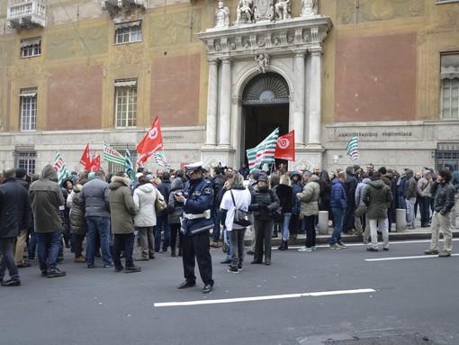 Piaggio Aero: sbloccati stipendi di novembre, ma i lavoratori sono ancora senza certezze