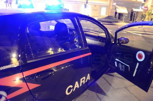 In manette allenatore di calcio genovese: i carabinieri trovano armi e droga