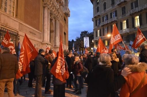 #insiemerialziamolatesta: Cgil e Uil in piazza per chiedere investimenti e infrastrutture per il futuro di Genova e della Liguria