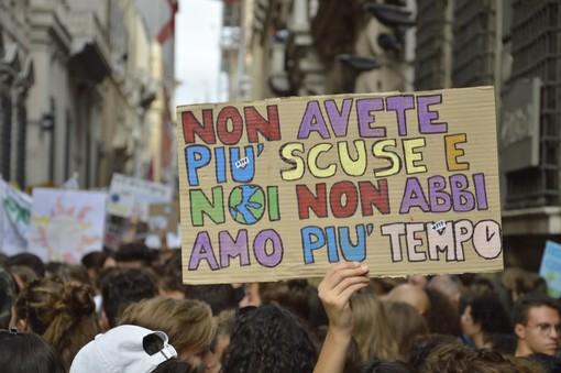 Fridays For Future: a Genova scendono in piazza 5 mila studenti (VIDEO)