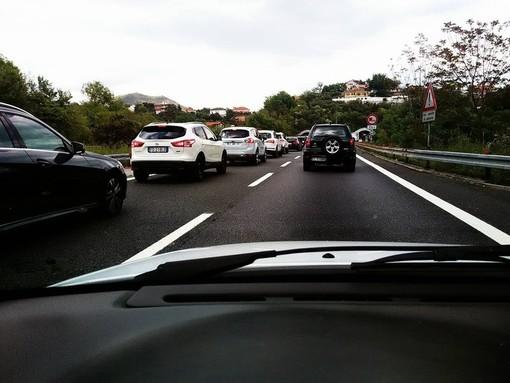 """Odissea in autostrada: """"Deviati a Masone e bloccati in un assembramento di Tir"""""""