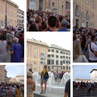 """""""Basta dittatura"""", anche a Genova centinaia in piazza contro il green pass al grido di """"Libertà"""" (FOTO E VIDEO)"""