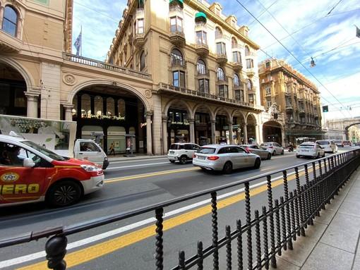 Taxi in strada contro le restrizioni anti-Covid (FOTO e VIDEO)