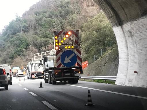 A10. riapre con una corsia in deviazione sulla carreggiata opposta il tratto Genova Aeroporto-Pra' in direzione Savona