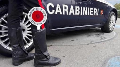 Trasporta droga ubriaco in macchina e cade in un dirupo: denunciato dai carabinieri