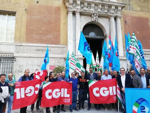 Presidio di imprenditori e sindacati genovesi per chiedere modifiche al Decreto Genova