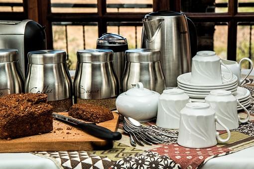 Lavastoviglie: cinque consigli per avere piatti più puliti e una bolletta leggera