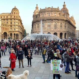 """Lavoratori dello spettacolo di nuovo in piazza per chiedere attenzione al mondo della cultura: """"Un anno senza arte"""" (VIDEO)"""