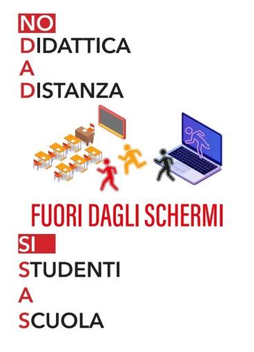 Domani volantinaggio dei docenti: 'No alla didattica a distanza, fuori dagli schermi studenti a scuola' è lo slogan
