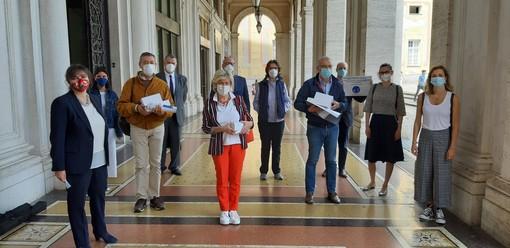 La onlus 'Riccardo Traverso' dona quattro ecografi portatili agli ospedali genovesi Villa Scassi, Evangelico, Micone e Galliera