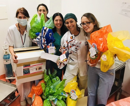 Donate uova e colombe pasquali all'ospedale San Martino di Genova