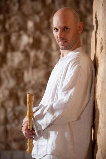 Concerto di Eyal Lerner per le vittime del ponte Morandi all'Albatros di Rivarolo