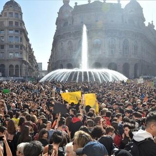 """Fridays For Future contro il sindaco Bucci sul tema del trasporto pubblico urbano: """"Il filobus gattopardesco e la burocrazia"""""""