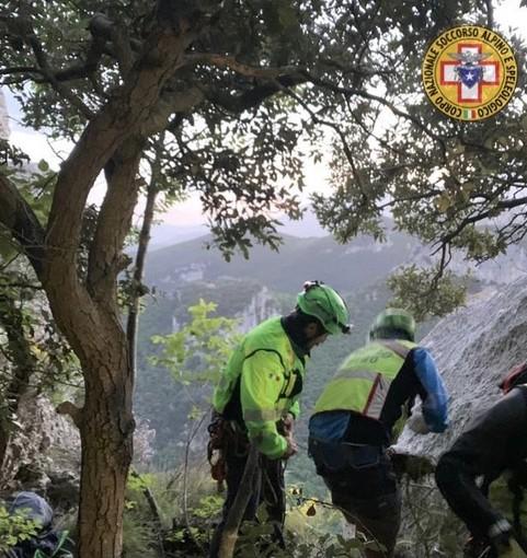 Finale, rocciatori genovesi restano bloccati sul Bric Pianarella: recuperati nella serata