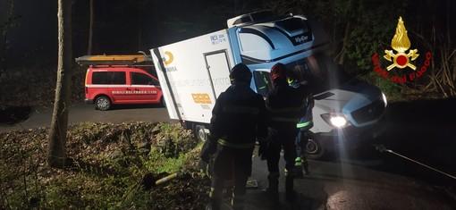 Furgone fuori strada, intervento dei Vigili del fuoco tra Rossiglione e Tiglieto