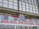 Aggressioni in ospedale, brasiliano frantuma la porta d'ingresso del Galliera